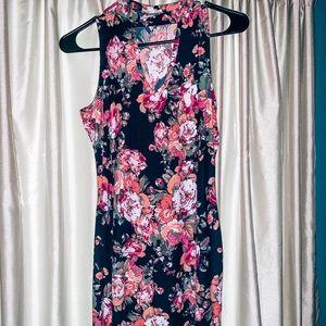 Dresses & Skirts - Keyhole floral dress💕